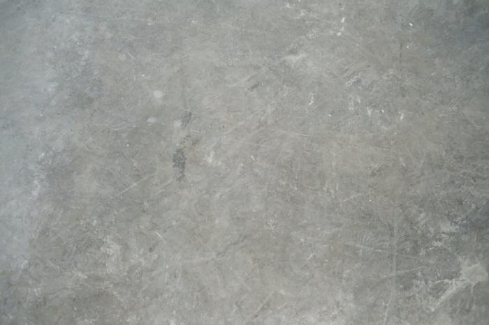Betonové podlahy s lištami
