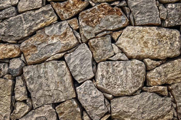 Kamenný oporný múr